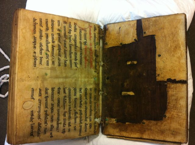 Bruges City Library, Ms. 27, binding from inside back cover. Photo Jenneka Janzen.